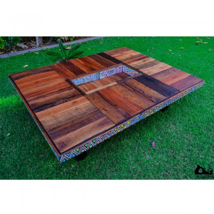 Grand Coffee table